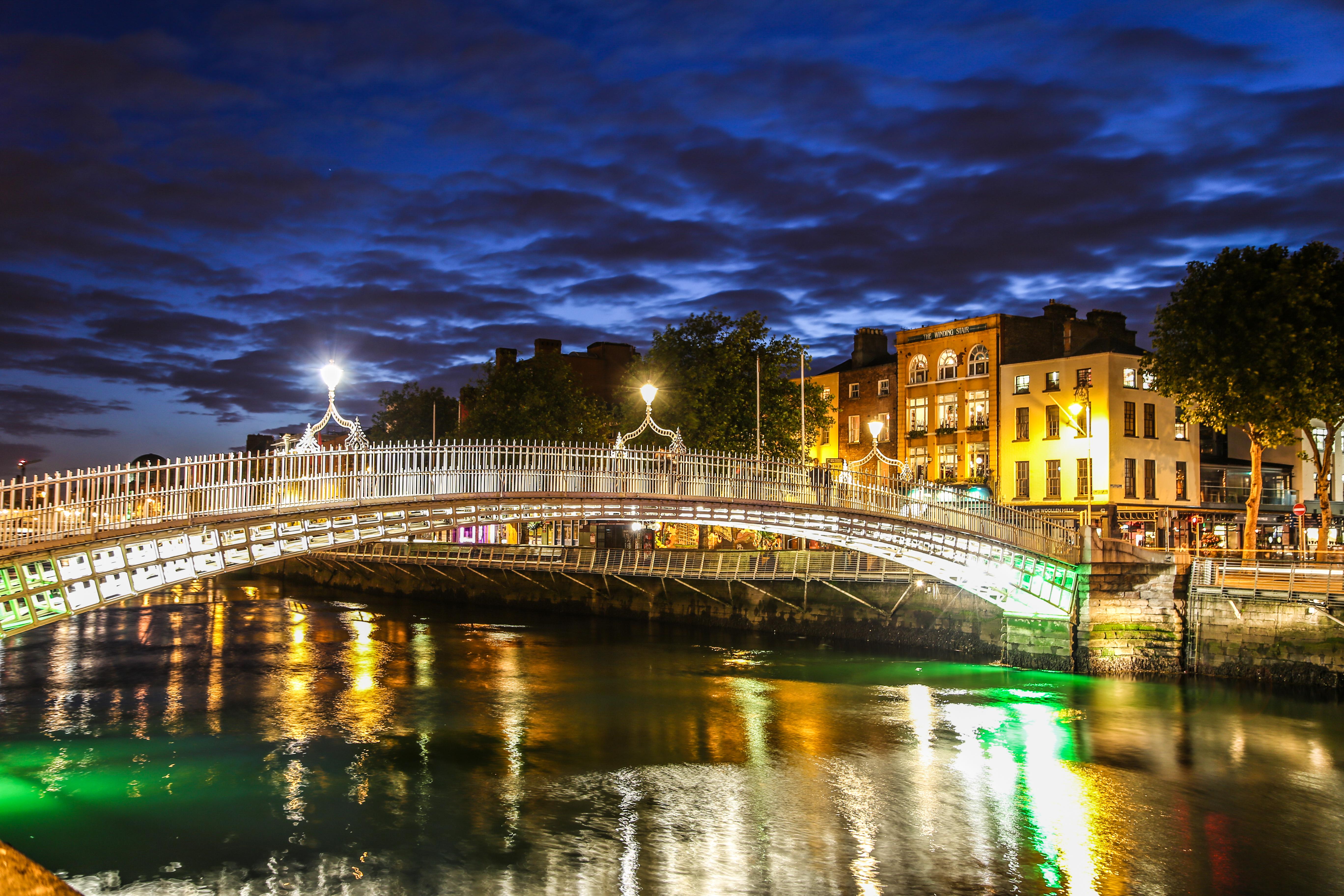 hapenny bridge in dublin private city tour